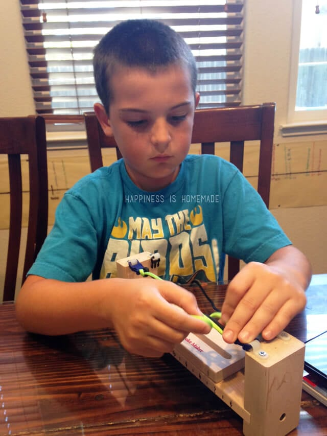 Using a Jig for Making Paracord Bracelets