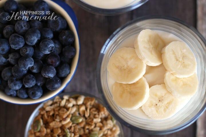 Berry Banana Granola Breakfast Parfaits
