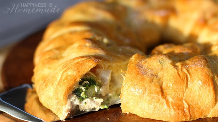 Chicken and Broccoli Crescent Roll Ring
