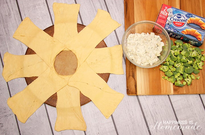 How to Make a Chicken and Broccoli Crescent Roll Ring