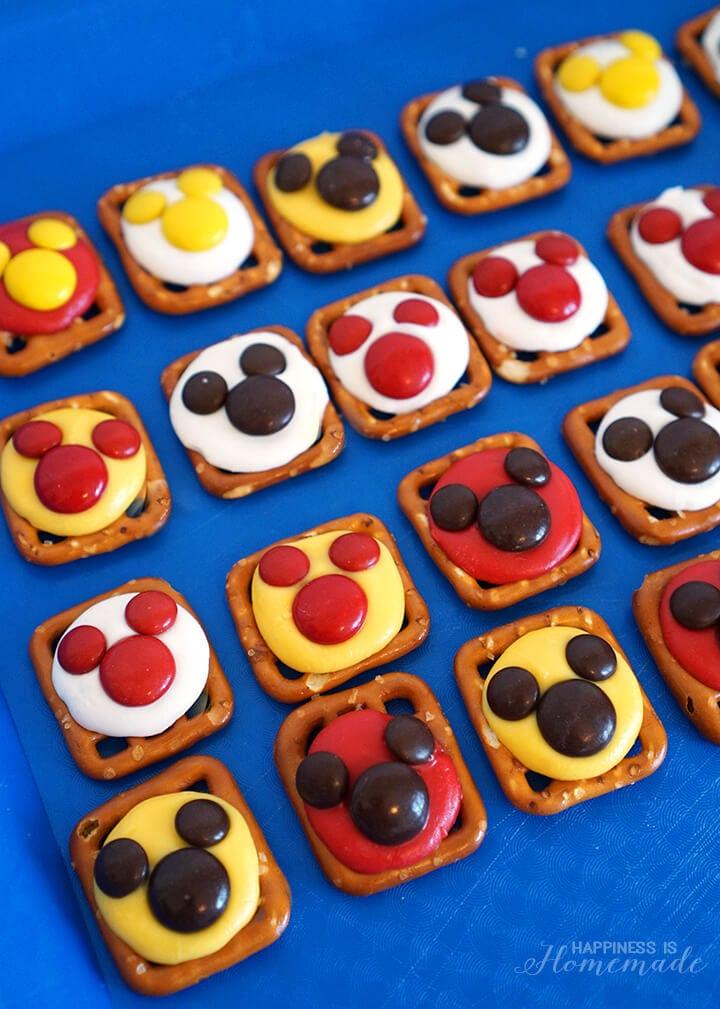 Mickey Mouse Pretzel and M&Ms Treats for #DisneyKids Preschool Playdate