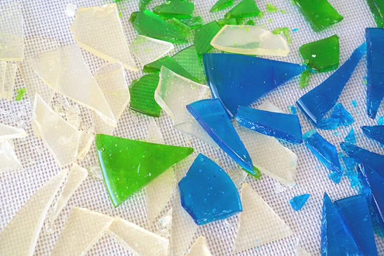 Edible Candy Glass Shards - Edible sea glass candy is super quick and easy to make, so it's the perfect party favor for your next ocean or beach themed party or wedding!