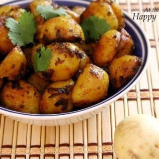 Dum Aloo / Slow-Cooked Spicy Potatoes