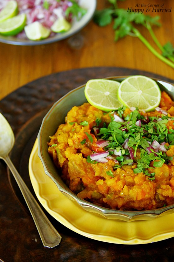 Bhaji {Indian Street Food - Spiced Mashed Vegetable Gravy}