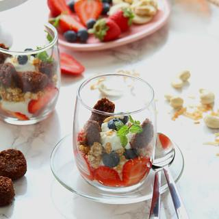 Healthy Snacking: Coco-Roons Cookie Parfait