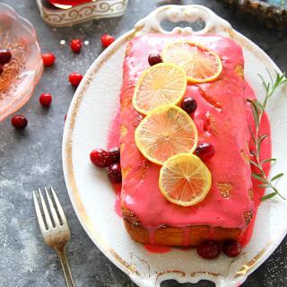 VANILLA-LEMON POUND CAKE WITH CRANBERRY GLAZE - HAPPY&HARRIED
