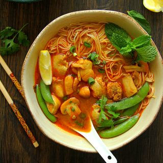 CHICKEN CURRY LAKSA - SPICY NOODLE SOUP - HAPPY&HARRIED