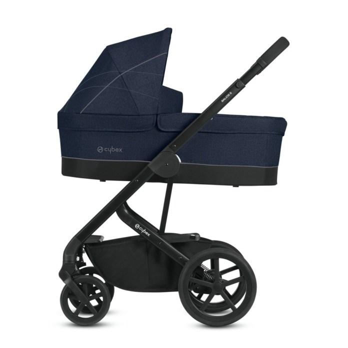 """Ein Rahmen, vier Optionen: Der """"Balios S"""" von Cybex kann mit Wanne, Falttasche, Babyschale oder Sportsitz genutzt werden. Der einhändig verstellbare Schiebegriff kommt Eltern besonders zugute. Der Einkaufskorb mit einem Volumen von 5 kg hilft zusätzlich beim Transport. Ca. 620 Euro. www.cybex-online.com"""