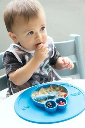 Lust auf Essen? Verschiedene Hinweise verraten Ihnen, ob Ihr Kind dazu bereit ist. / Foto: EZPZ