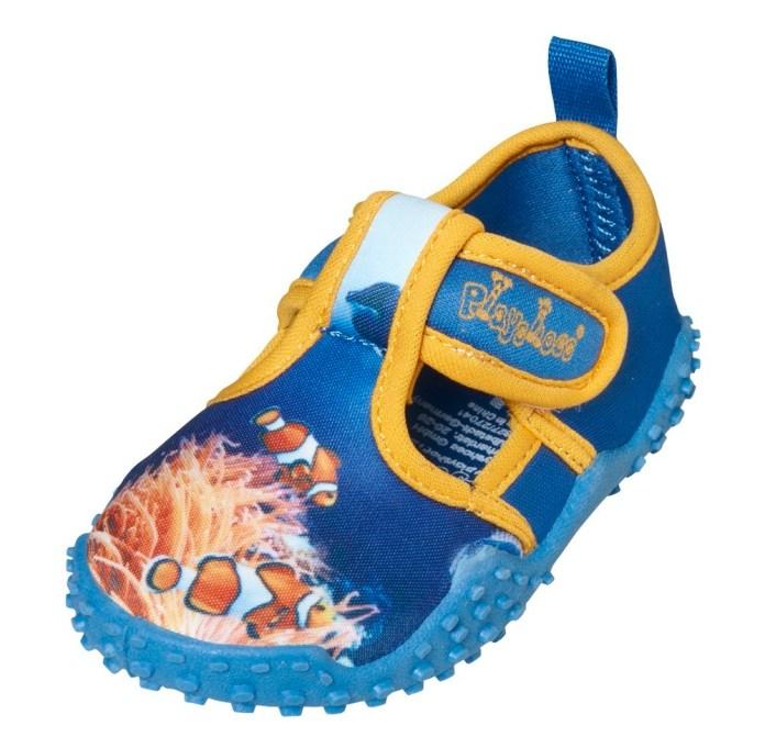 Die Aquaschuhe von Playshoes überzeugen mit einer rutschfesten Sohle, Reißverschluss für leichteres Anziehen und einen UV-Schutzfaktor  von 50+.