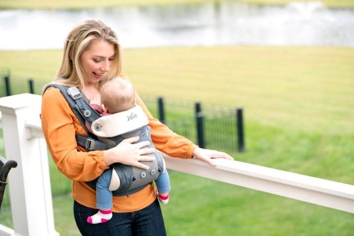Vorab haben 50 Hebammen die Trage getestet und für gut befunden: Joie Savvy Babytrage