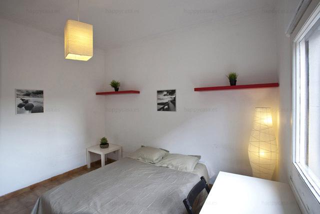 Departamento estudiante Barcelona con cama de matrimonio