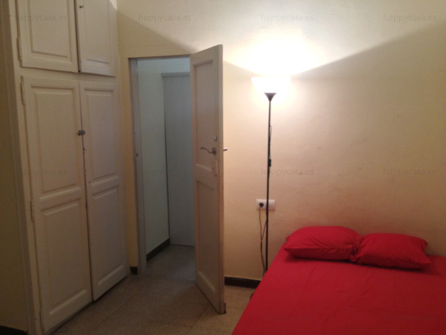 Cama cómoda anuncios pisos compartidos Barcelona L1 internet