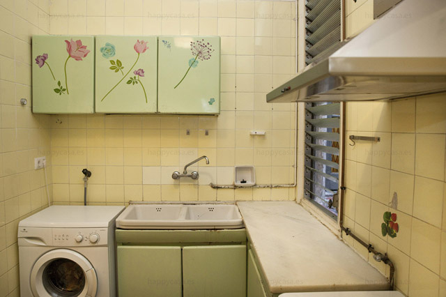 Cocina equipada con lavadora piso jovenes internacionales Barcelona