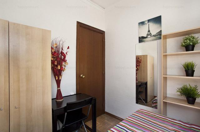 Barcelona habitación piso para compartir con estudiantes cama