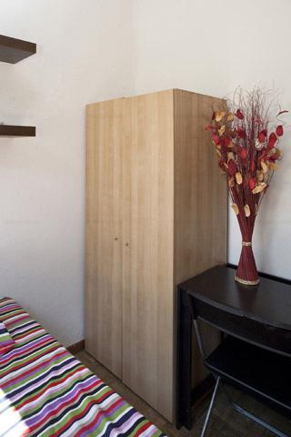 Habitación con cama individual barata con estudiantes Barcelona