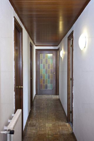 Pasillo en piso ubicado barrio lindo Barcelona L2