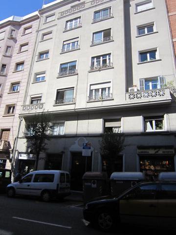 Piso con pasillo grande salón luminoso Barcelona Happycasa