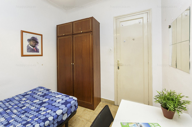 Room with storage place Barcelona Gracia