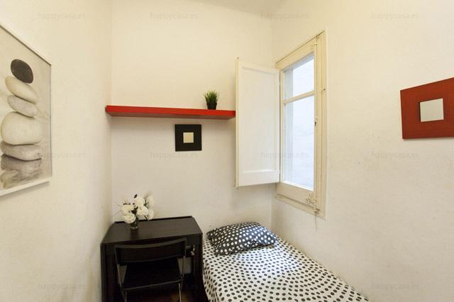 Barcelona lloguer habitación piso estudiants amb cama individual