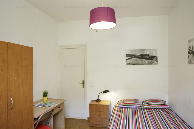 Barcelone chambre meublée dans appartement en colocation