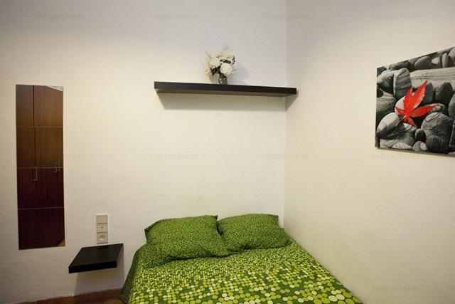 Cuarto cómodo en piso compartido con internet