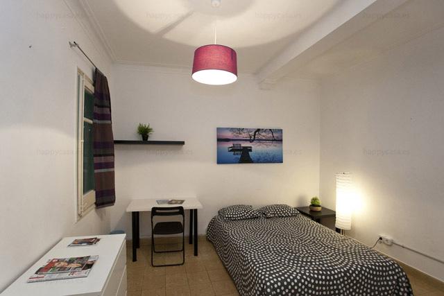 Habitación en piso compartido muy bien de precio con internet ALT