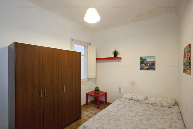 Coloc à Barcelone avec grande armoire