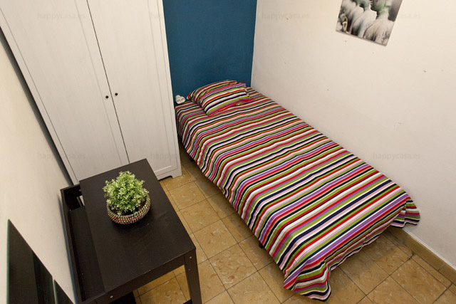 Lloguer habitación Barcelona amb cama individual amb WIFI