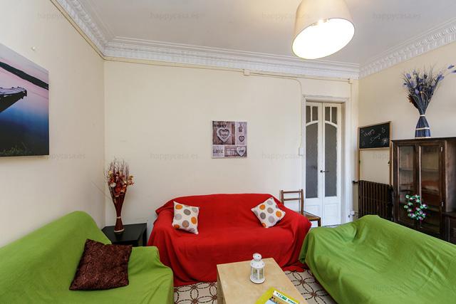 Galería soleada habitación alquiler Barcelona metro Tetuan Happycasa