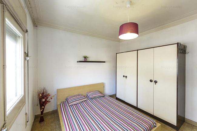 Habitación luminosa con ventana grande Barcelona