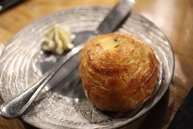 Petit pain brioché avec beurre