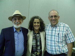 Michael Brown, MSC, LMFT, fundador y proprietario de Parejas Felices Comunidades Saludables, con los Doctores John & Julie Gottman en un Taller Matrimonial en Seattle