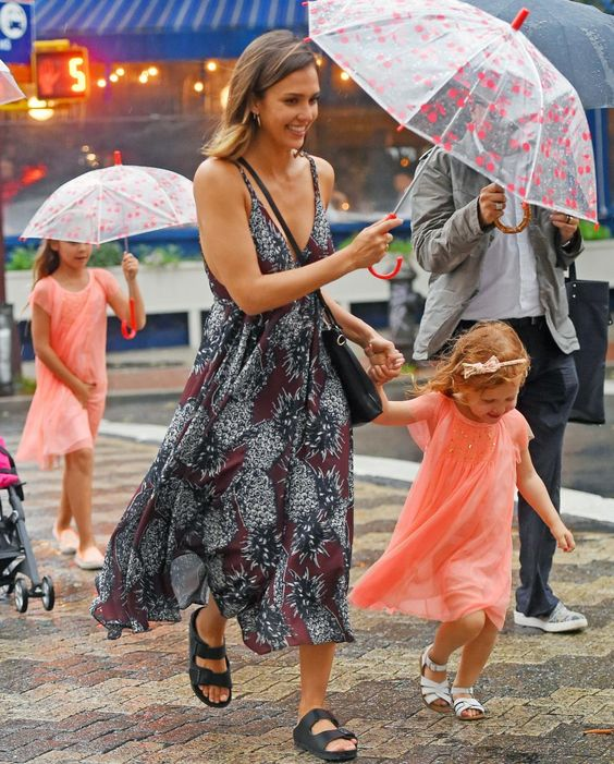 jessica-alba-children-birkenstocks-sandals-arizona-raining