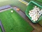 ゴルフ練習場は打ち方をいろいろ試す場所。