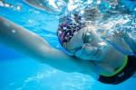 スポーツクラブで水泳をして鍛える