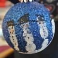 Schneemänner Weihnachtskugeln Handabdruck basteln mit Kindern Geschenke für die Oma happyhomeblog