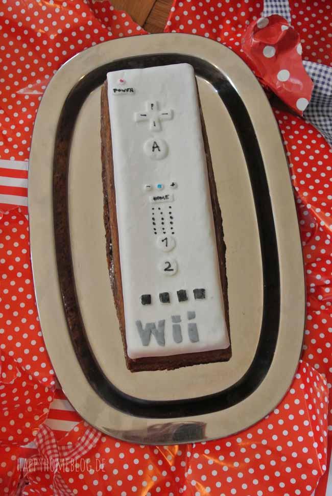 Wii U Fernbedienungs-Geburtstagskuchen mit Fondant verziert by happyhomeblog.de