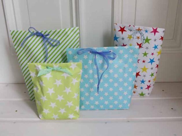 Selbstgebastelte Geschenktüten. Die beste Art unförmige Geschenke einzupacken by happyhomeblog.de