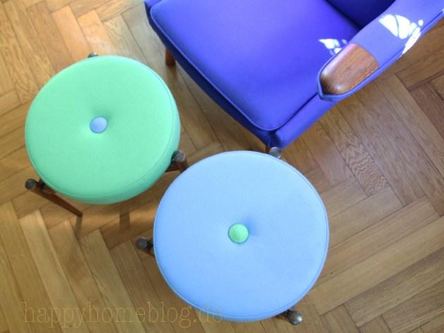 auf Ebay ersteigerte und dann neu bezogene Hocker mit bezogenen Polsterknöpfen auch mit Davinia Stoff von Kvadrat und passend zu unserem alten Papa Bear Chair