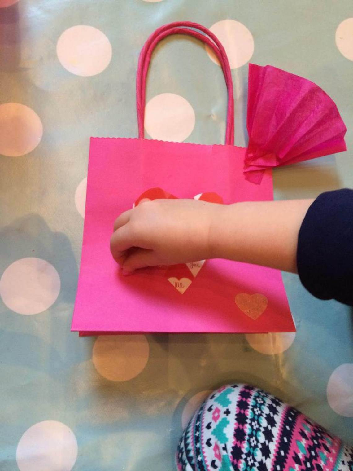 Valentines Craft Ideas, How to make a hanging garland, valentines craft for toddlers, valentines craft, book craft day, bostik bloggers, bostik crafts,