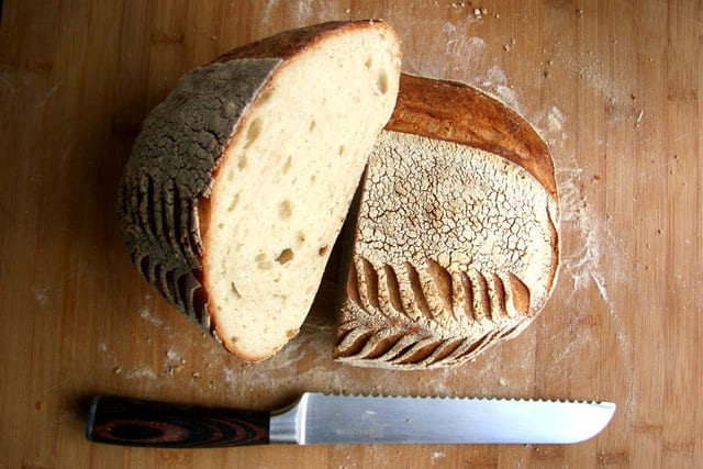 Give mom a sourdough starter as the perfect gift for mom during quarantine. Sourdough bread and knife.