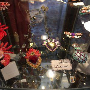 Collier Brodé Ex Voto IPIKAN Rouge or Violet Happy Sisyphe Boutique Lyon
