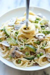 One pot zucchini mushroom pasta. Great collection of 3 one pot meal Pinterest recipes. Curated by Happy Stylish Fit, featuring recipes from Skinny Taste, Julia's Album, and Damn Delicious.
