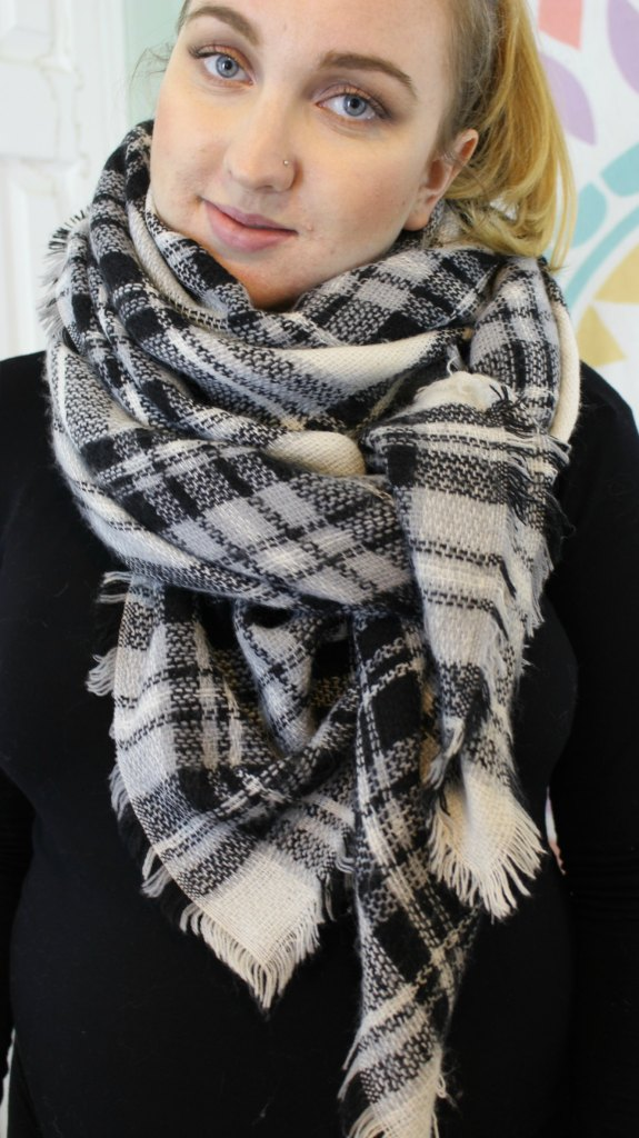 10 ways to wear a blanket scarf. Video tutorial included!