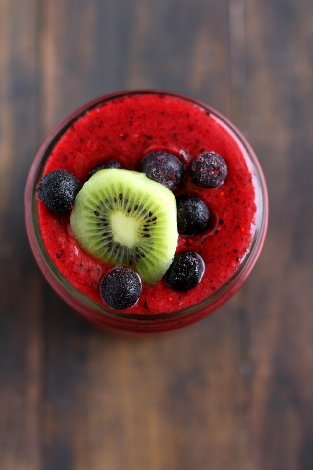 7 Healthy Smoothie Recipes to try now. Including berry oat, coco peanut butter banana, mango peach strawberry, mint matcha, strawberry lemonade, and cucumber avocado smoothies. Pin now and try later!