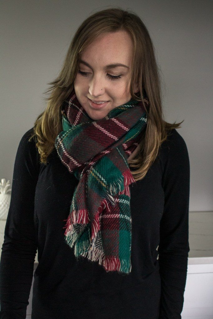10 Ways to wear a blanket scarf including this loop tie. With video tutorial! #BlanketScarf #FallFashion #WinterFashion #MomFashion