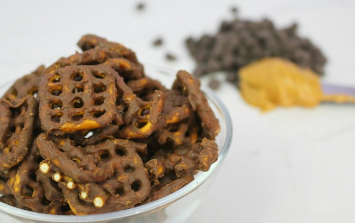 Tasty chocolate peanut butter covered pretzels recipe for quick and easy snacks and tasty treats, and is totally vegan.