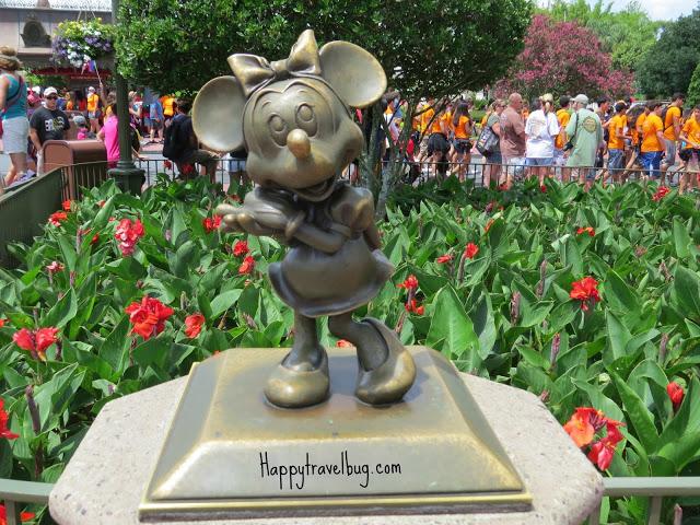 Minnie Mouse sculpture at Disney World