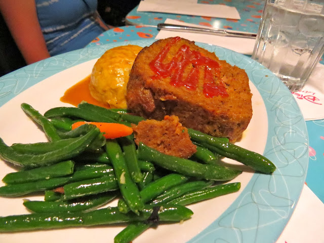 Meatloaf, mashed potatoes and green beans at the 50's Prime Time Cafe